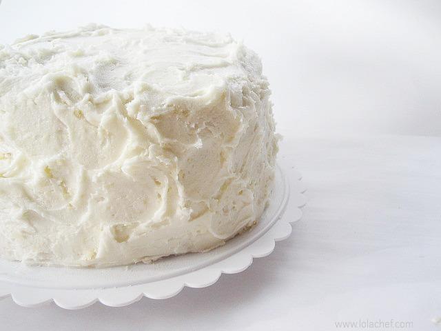 Vanilla cake recipe form scratch using fresh ingredients.