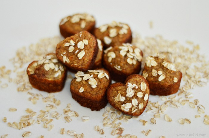 A healthy oatmeal muffin recipe filled with fruit, honey, and honey.